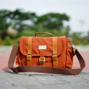 Tas Selempang Kamera Denver Brick Red