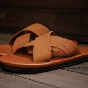 Sandal Kasual Pria Golden Brown