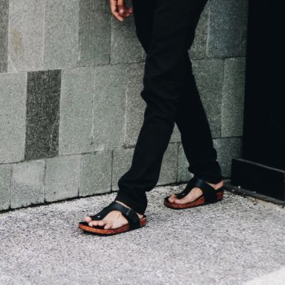 Sandal Jepit Kasual Zayn Full Black